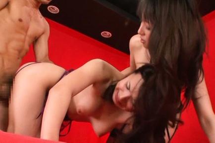Maki Higashio shares huge cock in threesome session