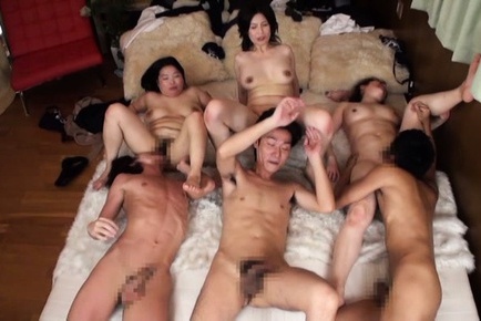 Pussy licking during a hot group sex action