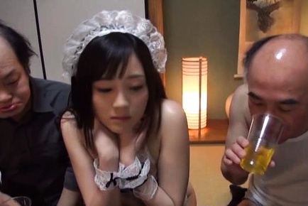 Suzuhara Emiri enjoys giving spicy head